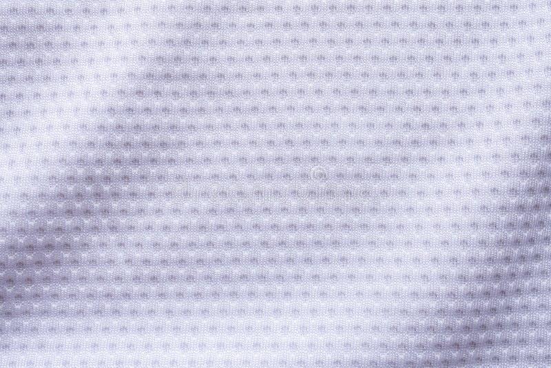 Jersey bianco di calcio dell'abbigliamento di sport del tessuto con la maglia dell'aria immagini stock