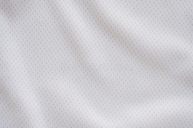Jersey bianco di calcio dell'abbigliamento di sport del tessuto con struttura della maglia dell'aria immagine stock