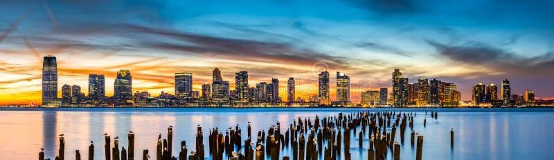 Jersey- Citypanorama bei Sonnenuntergang stockfotografie