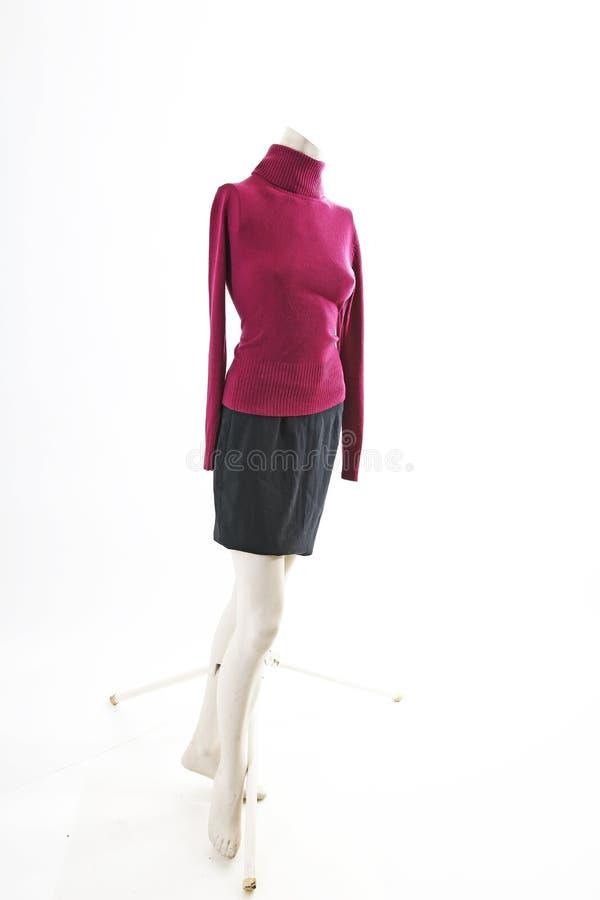 Jersey de Burgundi en la exhibición completa del body shop del maniquí Estilos de la moda de la mujer, ropa en el fondo blanco de imagenes de archivo