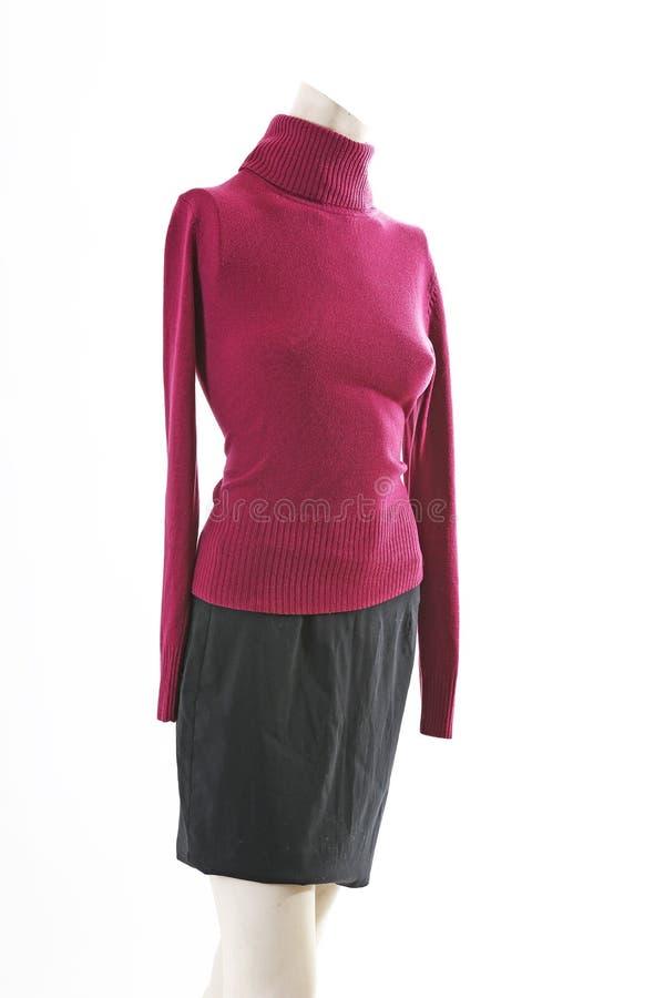 Jersey de Burgundi en la exhibición completa del body shop del maniquí Estilos de la moda de la mujer, ropa en el fondo blanco de imagen de archivo