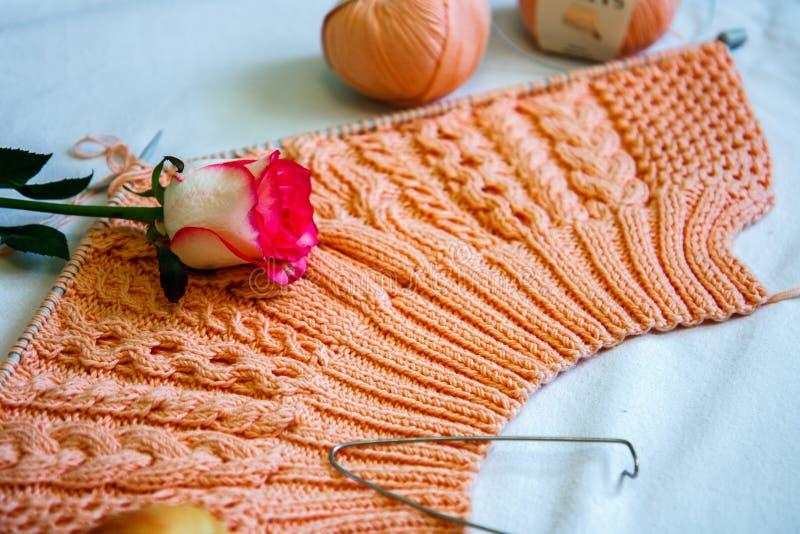 Jersey rosado que hace punto hecho en casa fotografía de archivo libre de regalías