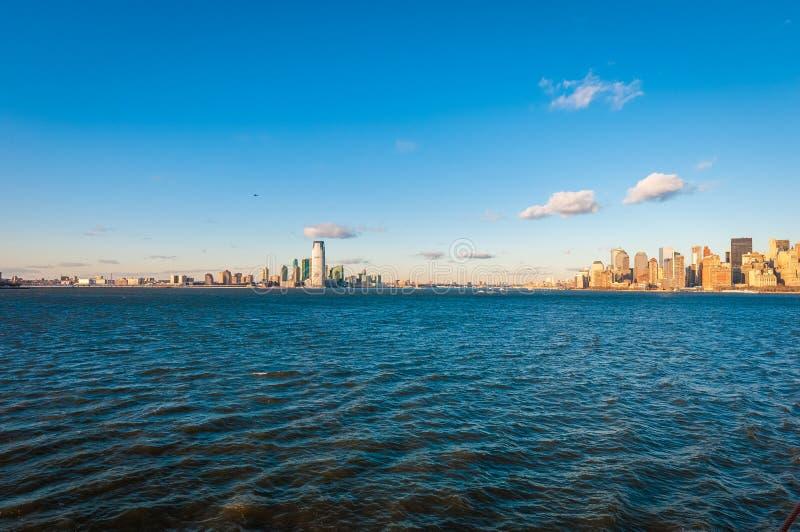 Jersey Shore som sett från Hudson River i New York, Förenta staterna arkivfoto