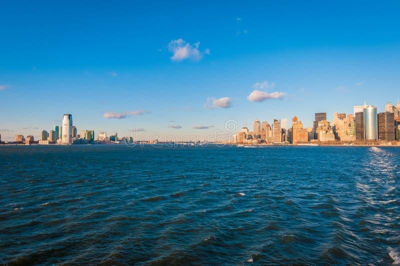 Jersey Shore zoals die van Hudson River in New York, Verenigde Staten wordt gezien stock foto's