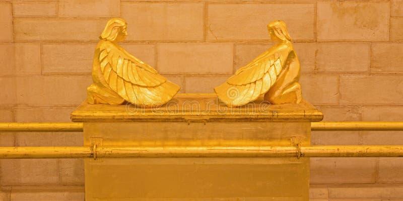Jerusalém - a arca simbólica do relevo da obrigação contratual na igreja luterana evangélica da ascensão fotografia de stock royalty free