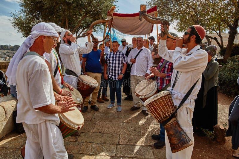 Jerusalém - 15 de novembro de 2016: Muitos povos participam barra Mitzv fotografia de stock