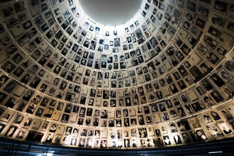Jerusalém, Israel - 27 de fevereiro de 2017: O Salão dos nomes no local memorável do holocausto de Yad Vashem no Jerusalém, Israe fotos de stock