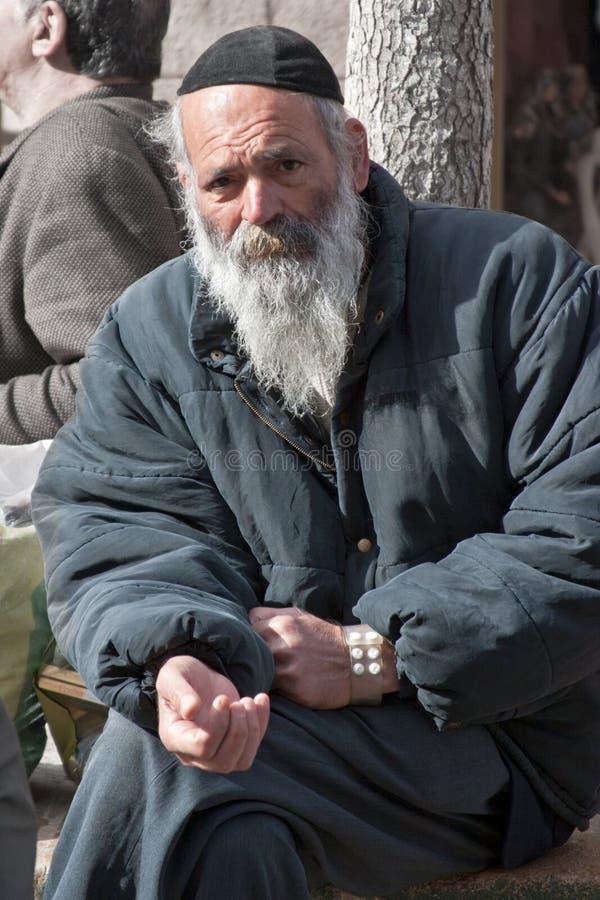 JERUSALÉM, ISRAEL - 15 DE MARÇO DE 2006: Carnaval de Purim Retrato de um pedido da caminhada Um homem idoso em um revestimento, e imagens de stock