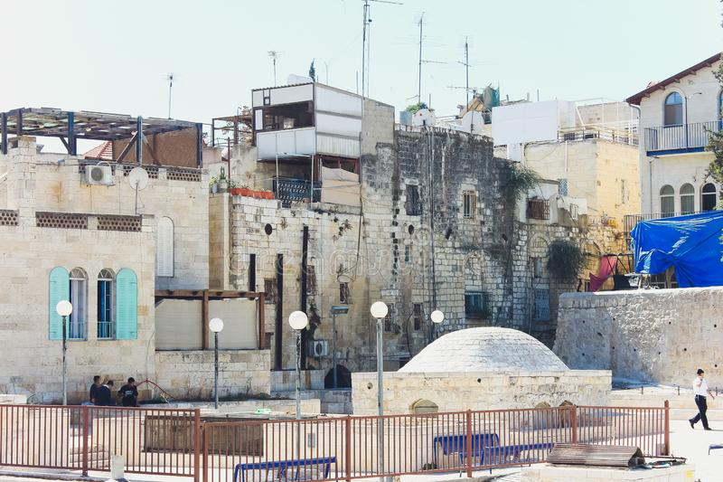 Jerusalém, Israel - 9 de outubro de 2018: Opinião do telhado, com o Temple Mount e outros monumentos, na cidade velha de fotos de stock royalty free