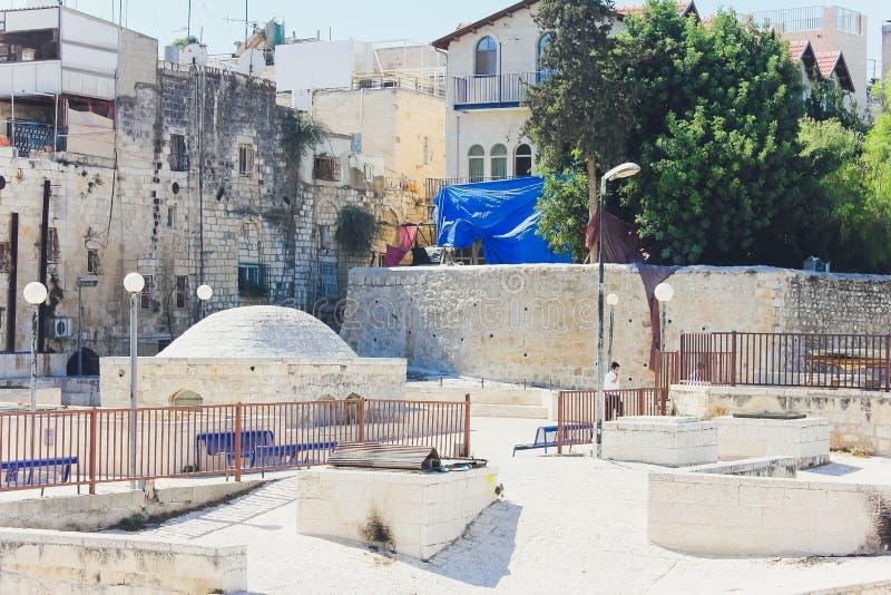 Jerusalém, Israel - 9 de outubro de 2018: Opinião do telhado, com o Temple Mount e outros monumentos, na cidade velha de foto de stock