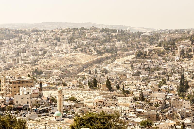 Jerusalém, Israel - 11 de setembro de 2011: Vista do Jerusalém do Monte das Oliveiras uma das cidades as mais velhas no mundo fotografia de stock