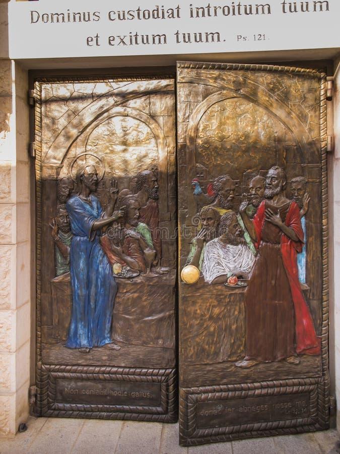 JERUSALÉM, ISRAEL, O 13 DE JULHO DE 2015: Porta da igreja de St Peter em Gallicant em Zion Mount na área velha da cidade do Jerus fotos de stock