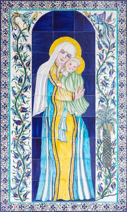Jerusalém - Madonna telhado moderno no vestíbulo da catedral do St James Armenian fotos de stock