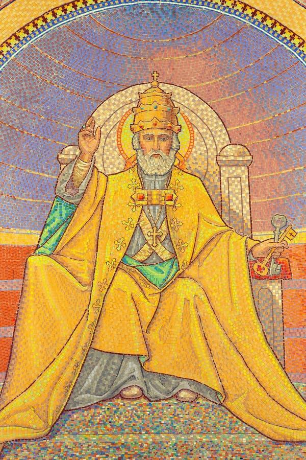 Jerusalém - mosaico simbólico de St Peter como o primeiro papa na igreja de St Peter em Gallicantu fotos de stock