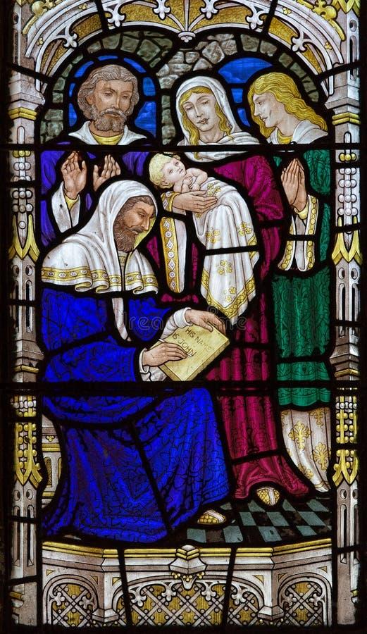 Jerusalém - o nascimento de St John a cena do batista no windowpane na igreja de anglicanos de St George de um fim de 19 centavo fotos de stock royalty free