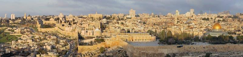 Jerusalém - panorama do Monte das Oliveiras à cidade velha fotos de stock royalty free