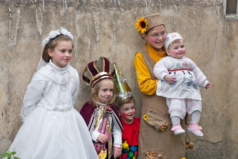 JERUSALÉN, ISRAEL - 15 DE MARZO DE 2006: Carnaval de Purim en el cuarto ultraortodoxo famoso de Jerusalén - Mea Shearim foto de archivo libre de regalías