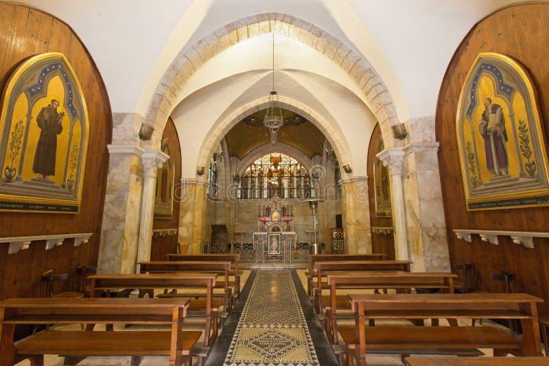 Jerusalem - das Kirchenschiff der Kirche von Flagelltion an über Dolorosa von fangen von 20 an cent durch Architekten Antonio Bar stockbilder