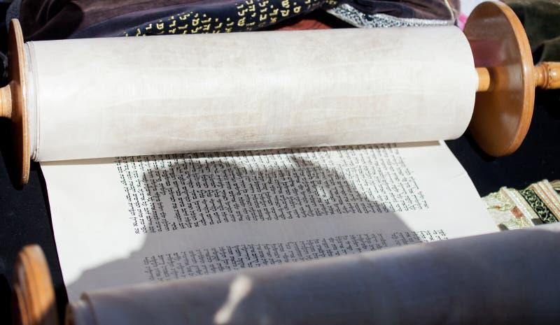 JERUSALEM, ISRAEL - 18. Februar 2013: Bar Mizwa-Ritual an der Klagemauer in Jerusalem Ein 13-Jahr-alter Junge, der geworden ist stockbilder