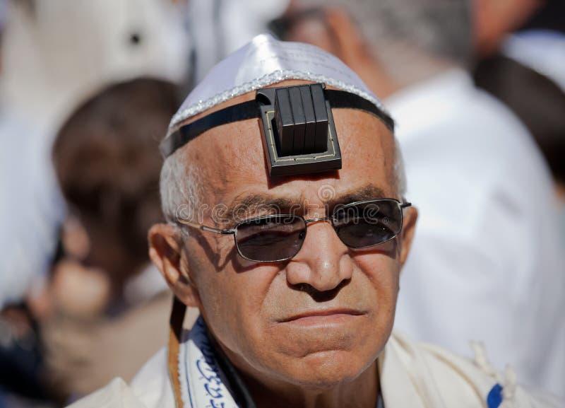 JERUSALEM, ISRAEL - 18. Februar 2013: Bar Mizwa-Ritual an der Klagemauer in Jerusalem Ein 13-Jahr-alter Junge, der geworden ist stockfotos