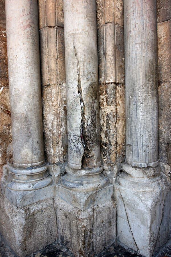 Jerusalem Israel, 06 07 2007 forntida väggar med halva-fördärvade kolonner i Jerusalem royaltyfria bilder