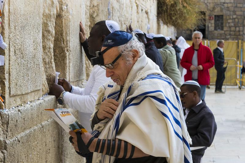 Pilgrims pray at the wall of the weeping of the holy place of the Jewish people and the center of worship of Christians around the. JERUSALEM, ISRAEL - 22 royalty free stock image