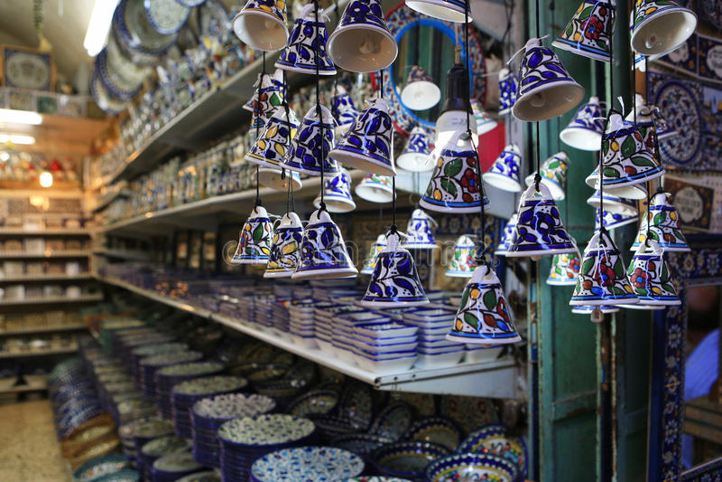 Jerusalem, Israel - 17. Oktober 2016 Keramische Platten und anderes s lizenzfreie stockfotos