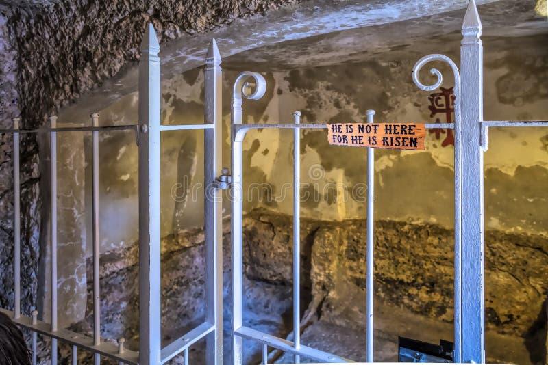 Jerusalem Israel September 15, 2017 närbilden av gravvalvet av Jesus i trädgården av helgedomen begraver, som kan nu besökas i th arkivfoton