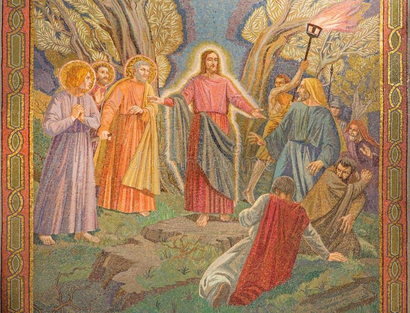 Jerusalem - mosaiken av arrestera av Jesus i den Gethsemane trädgården i nationerna för kyrka allra (basilikan av dödskampen) royaltyfri fotografi