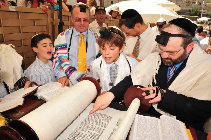 Bomma för Mitzvah - judisk kommande myndig ritual arkivfoto