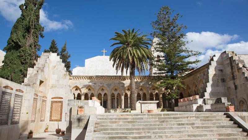Jeruzalem - de gotische gang van atrium in Kerk van Pater Noster op Onderstel van Olijven stock foto's