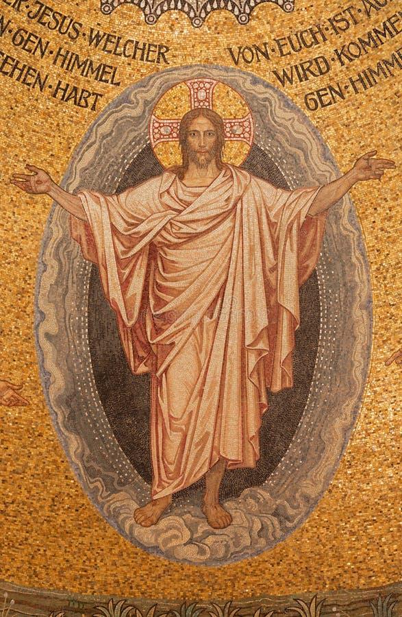 Jeruzalem - het mozaïek van doen herleven Christus op plafond van Evangelische Lutheran Kerk van Beklimming royalty-vrije stock foto