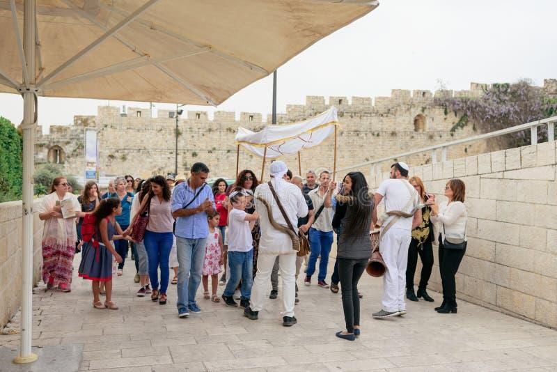 JERUZALEM, ISRAËL - APRIL 2017: Bar mitswaritueel in Wesern royalty-vrije stock afbeeldingen