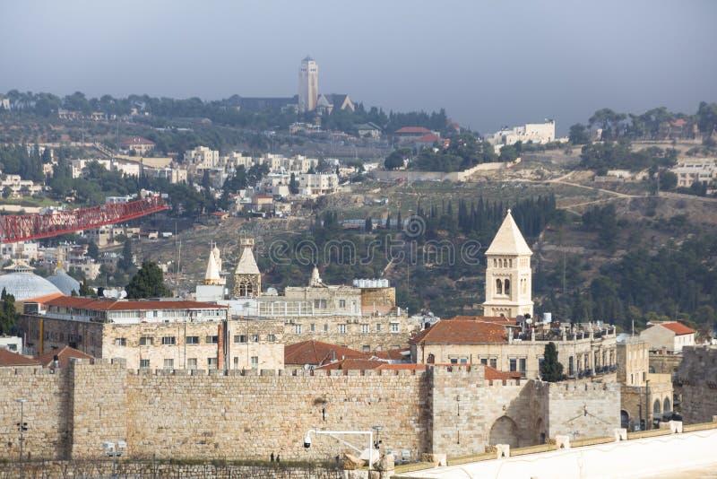 Jeruzalem, Israël 8 december, 2018: De spectaculaire panoramische hoogste mening van het Torendak van de Oude stad van Jeruzalem royalty-vrije stock foto