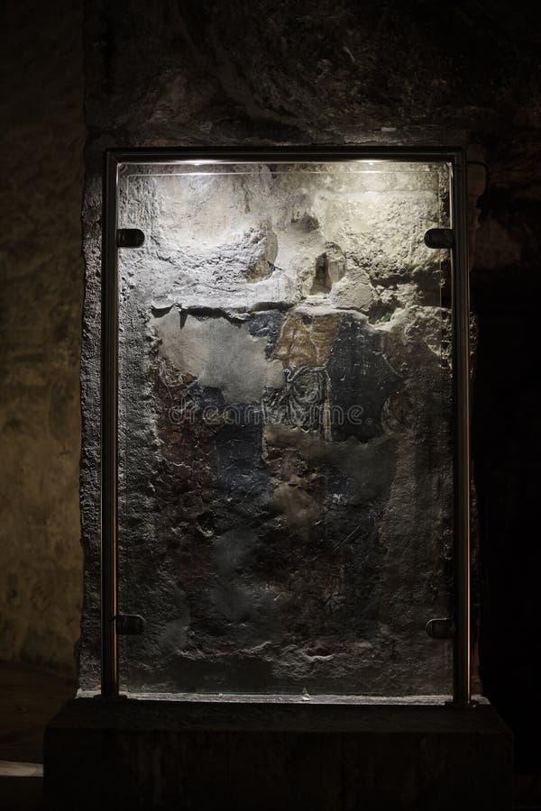 Jeruzalem Israël op 18 Mei, 2018, een steen in een kerker in Heilig Grafgewelf stock foto