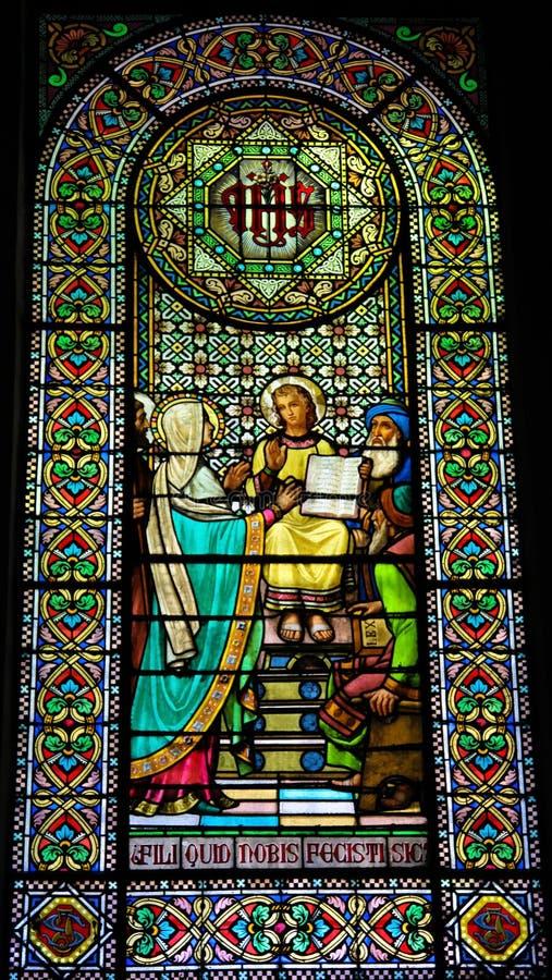 Jesús en el templo imagenes de archivo