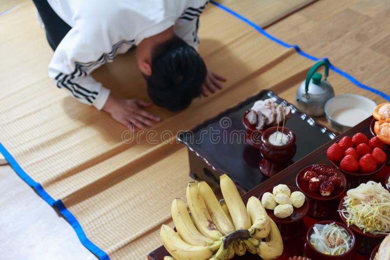 Jesa ou Charye, ritos comemorativos ou cerimônia para antepassados em Coreia imagens de stock royalty free