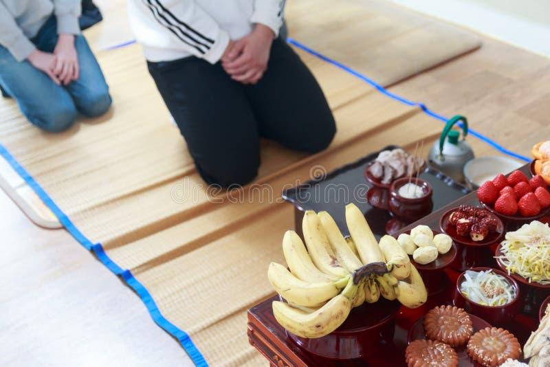 Jesa ou Charye, ritos comemorativos ou cerimônia para antepassados em Coreia foto de stock royalty free