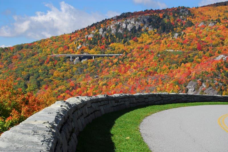 jesień błękitny zatoczki linn parkway grani wiaduktu wnc obrazy stock