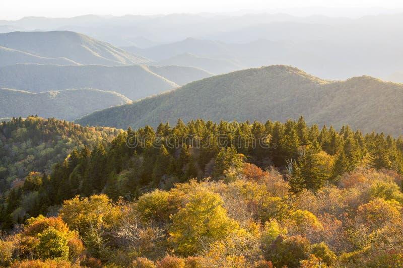 Jesień Barwi Błękitnego grani Parkway NC fotografia royalty free
