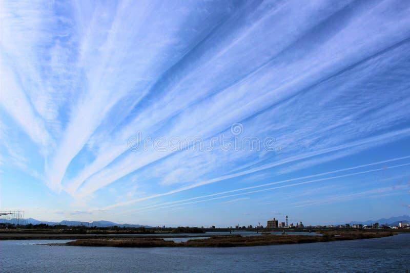 Jesień chmurnieje nad Kuma rzeką w Yatsushiro mieście, Japonia zdjęcie stock