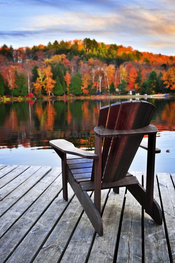 jesień doku jezioro drewniany obraz stock