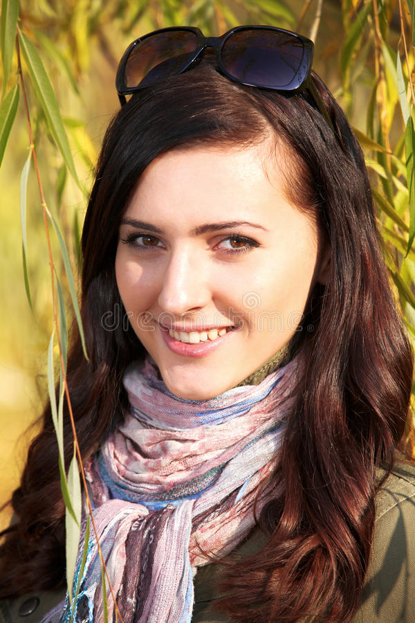jesień dziewczyny park dosyć nastoletni fotografia royalty free