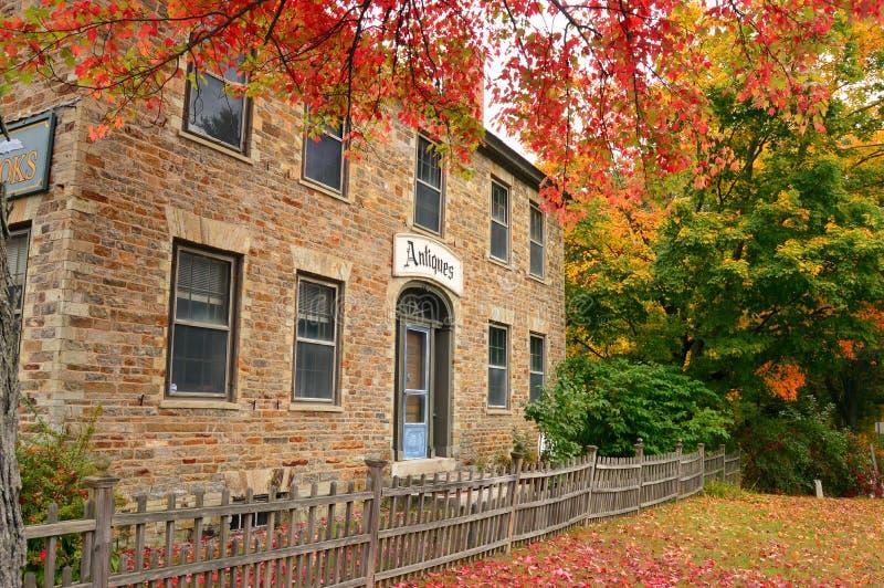 Jesień kamienia dom obrazy stock
