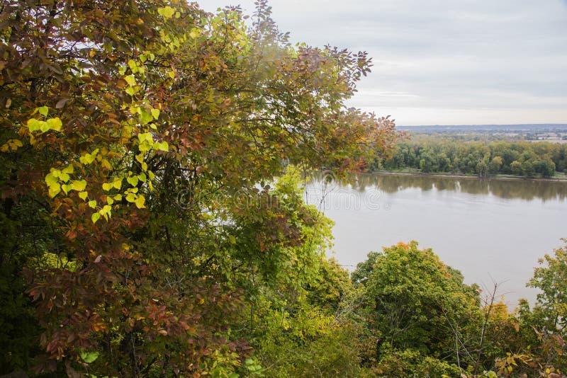 Jesień kolory, rzeka mississippi obraz stock