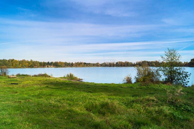 Jesień krajobraz na Jeziornym Biserovo, Moskwa region, Rosja obraz royalty free