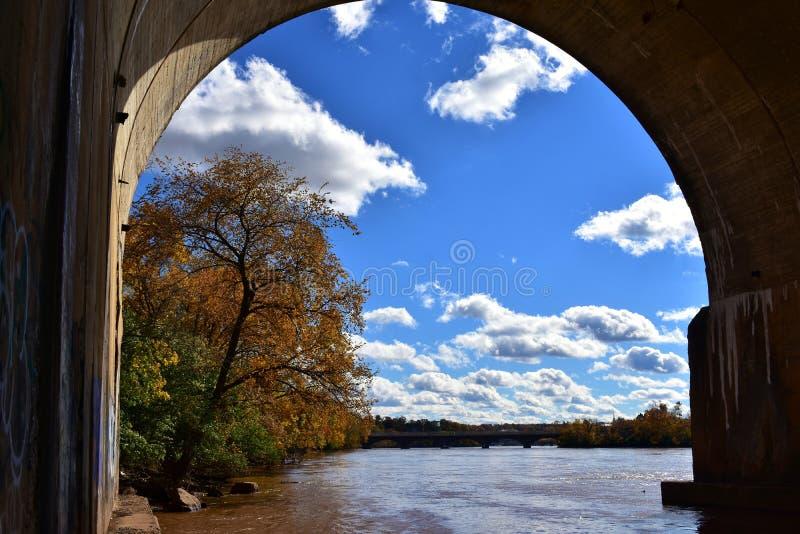 Jesień Krajobrazowy widok Przez tunelu Pod wodą fotografia royalty free
