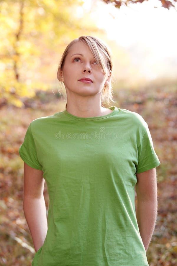 jesień lasu kobieta zdjęcia royalty free