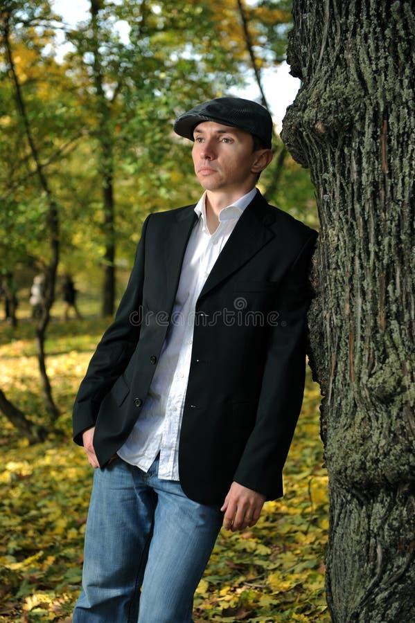 jesień mężczyzna park zdjęcie royalty free