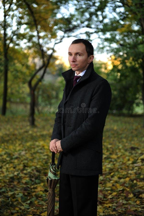 jesień mężczyzna park zdjęcia stock